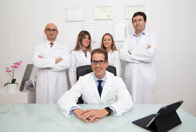 Doctores y enfermeras de Icifacial dentro de la clinica