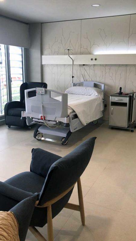 Suites del Hospital de La Moncloa: Habitación y camas